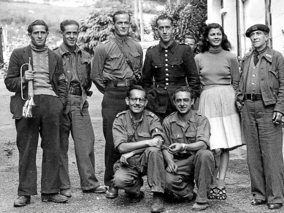La imagen auténtica. Fotografía de unos guerrilleros de la UNE antes de tomar el valle de Arán. Ninguno era el marido de Asunción.