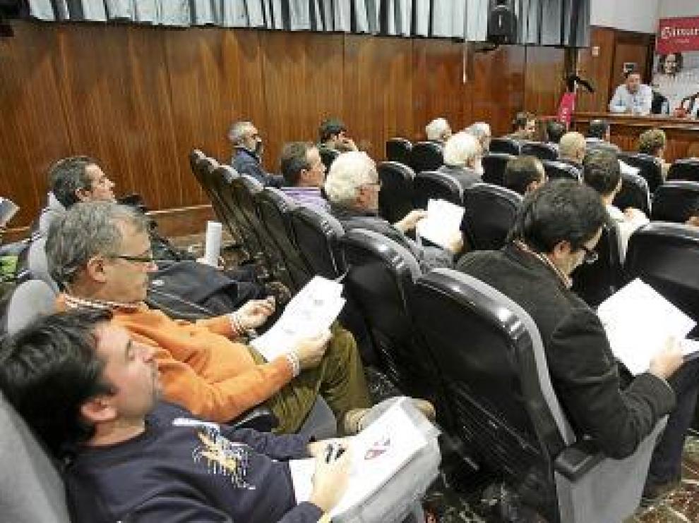 Algunos de los asistentes a la junta en la Cámara de Comercio.