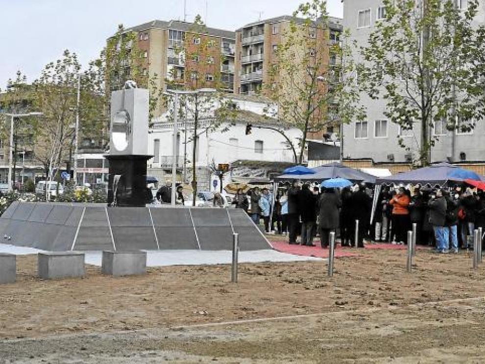 Muchos fragatinos asistieron a la inauguración de la escultura ubicada en los Jardines Juan Carlos I.