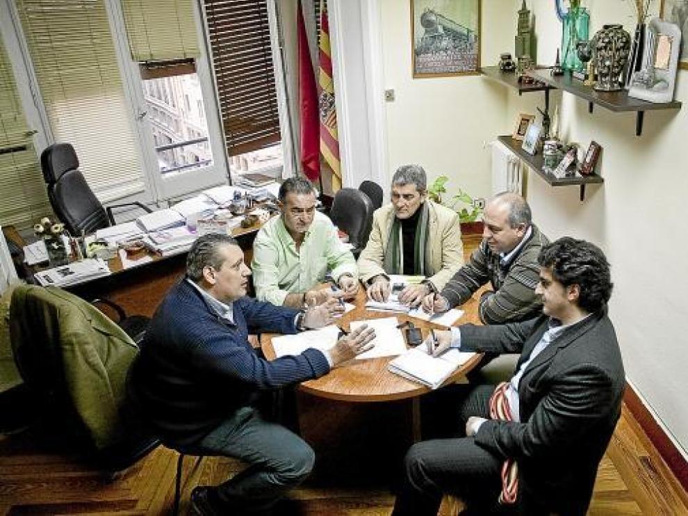 La comisión permanente de la plataforma de la N-232 se reunió ayer en Zaragoza.