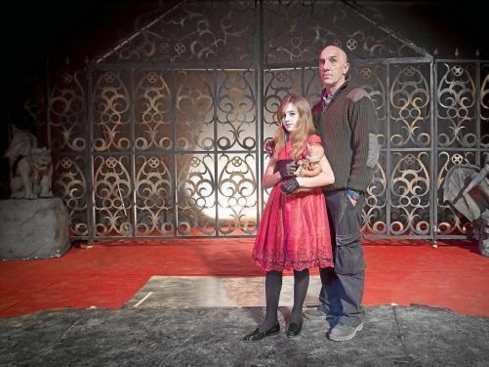 Suso Silva (al natural) y su hija Sara (arreglada para la función), ayer, en la plaza de toros de Zaragoza.