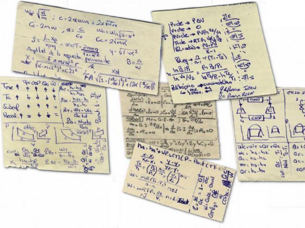 Las tradicionales chuletas de papel son todavía uno de los métodos más usados para copiar.
