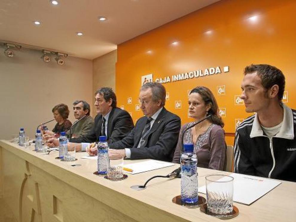 Abadía (derecha), Ochoa, Garriga, Arcega, Villalba y Lahera presentaron ayer la San Silvestre.
