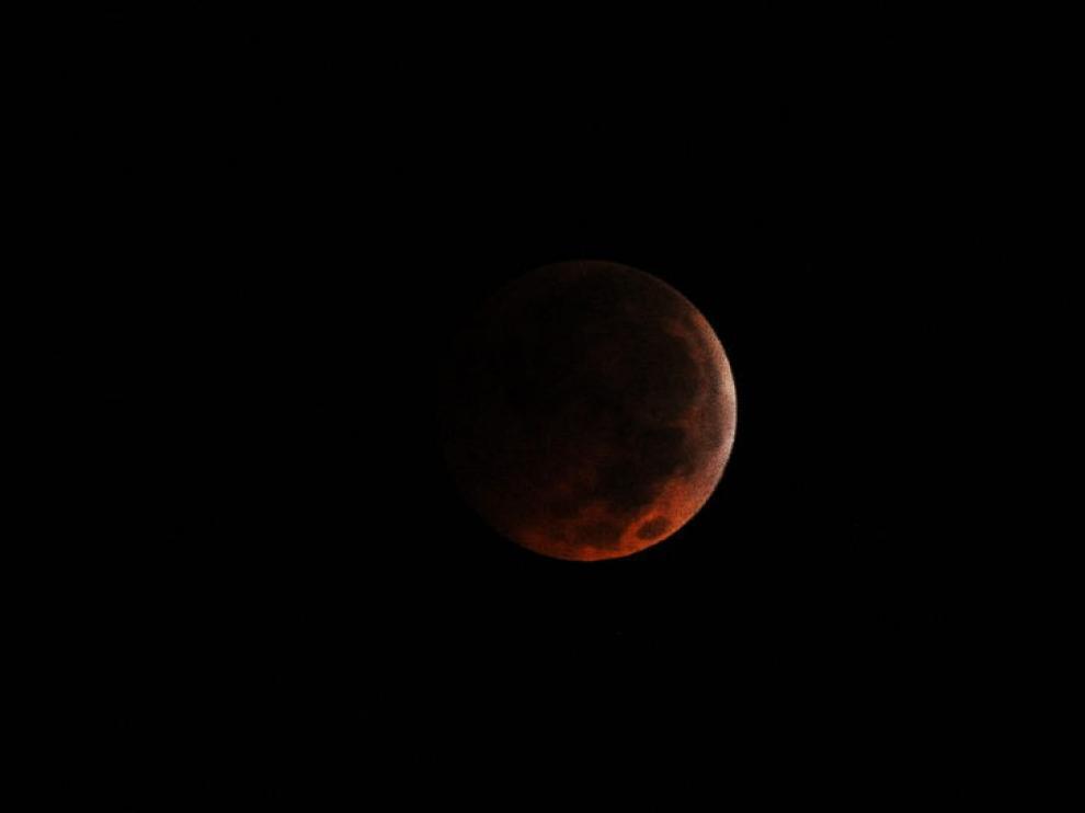 Un eclipse total de Luna antes del amanecer