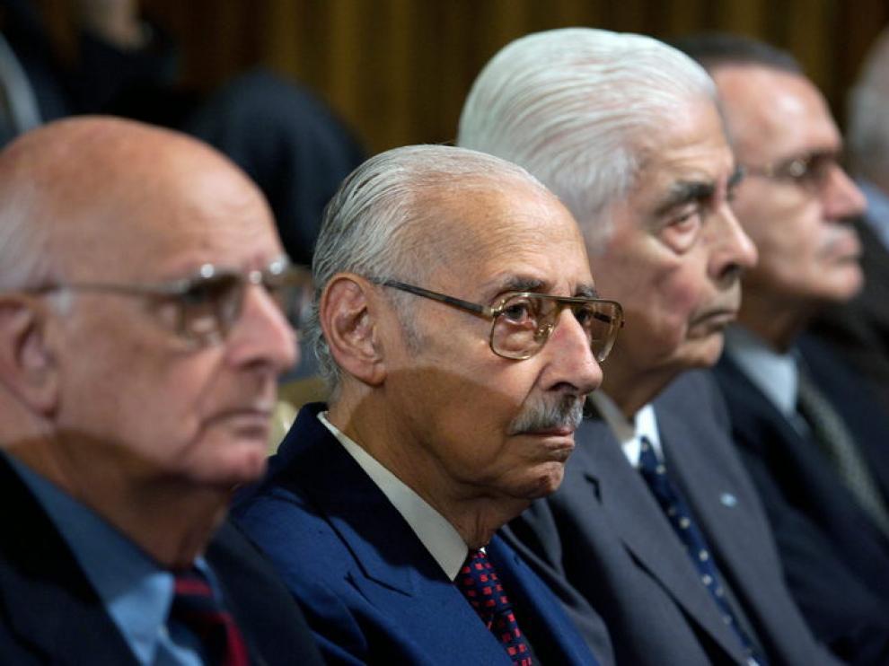 Jorge Rafael Videla, en el centro de la imagen