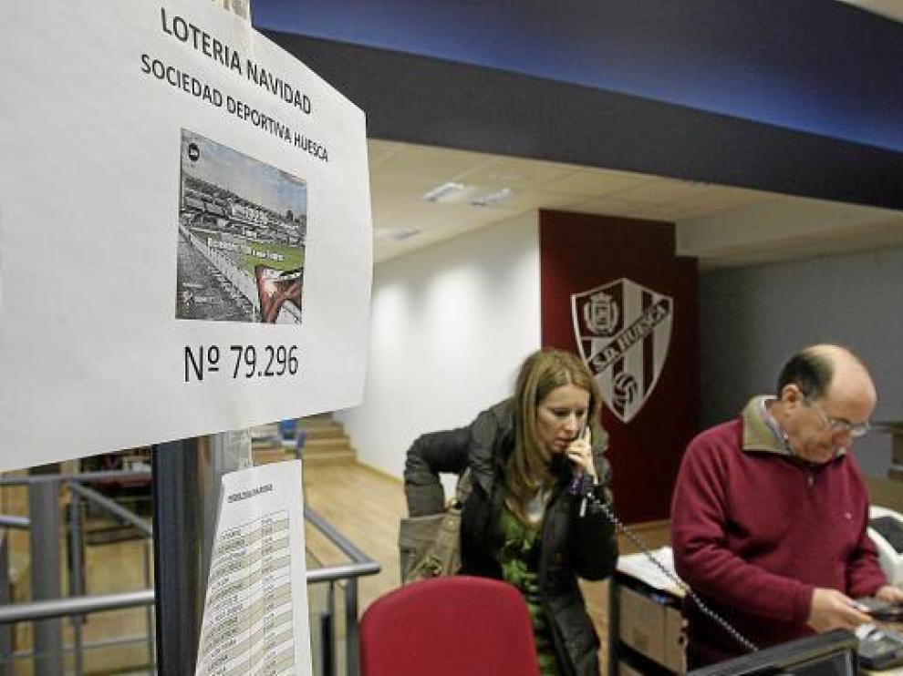 En la SD Huesca hacían ayer los cálculos del dinero que habían repartido.