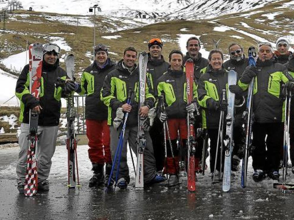 Parte de los voluntarios que trabajaron en el Mundial Júnior celebrado en Formigal en 2008.