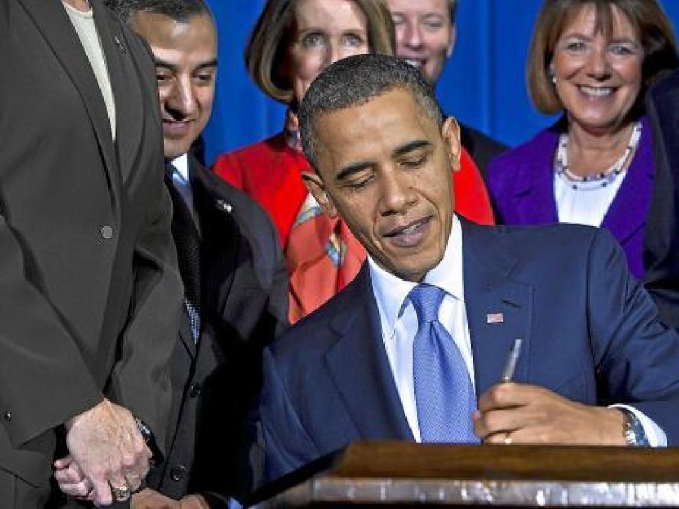 Obama firma la abolición de la ley 'Don't Ask, Don't Tell' (No preguntes, no digas), ayer.