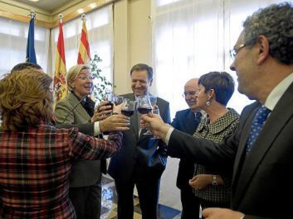 Iglesias brindó con vino de Somontano con sus consejeros.