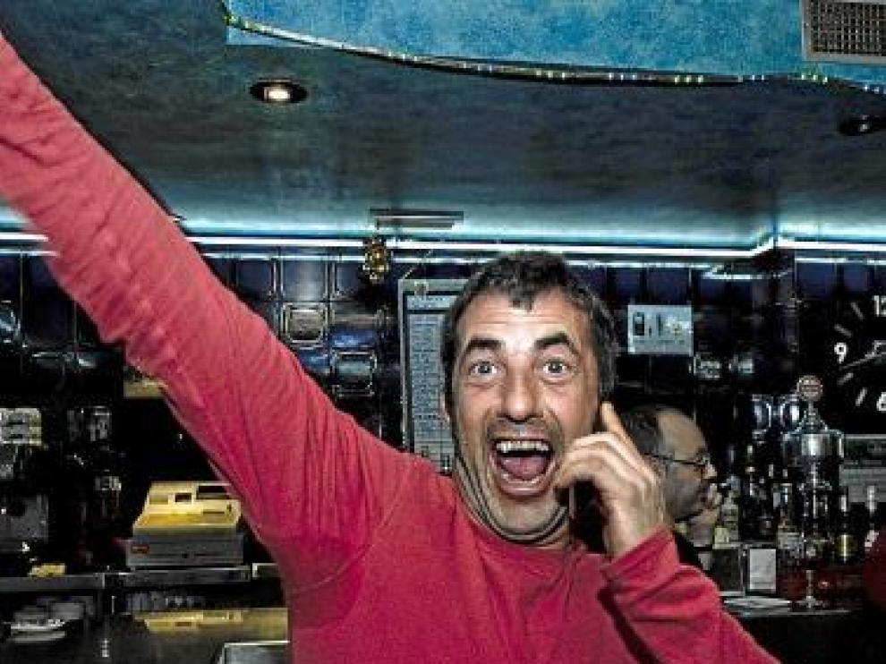 Fernando Floría, alegre por el premio repartido en Belchite.