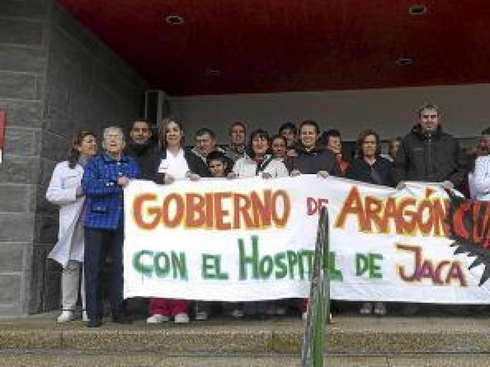 Concentración a las puertas del hospital de Jaca.