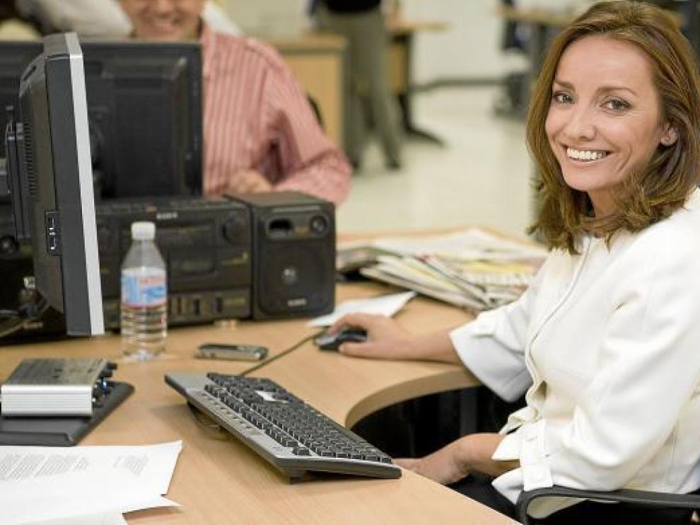La periodista Pepa Bueno, en su trabajo, en Televisión Española, antes de tomarse el descanso navideño.