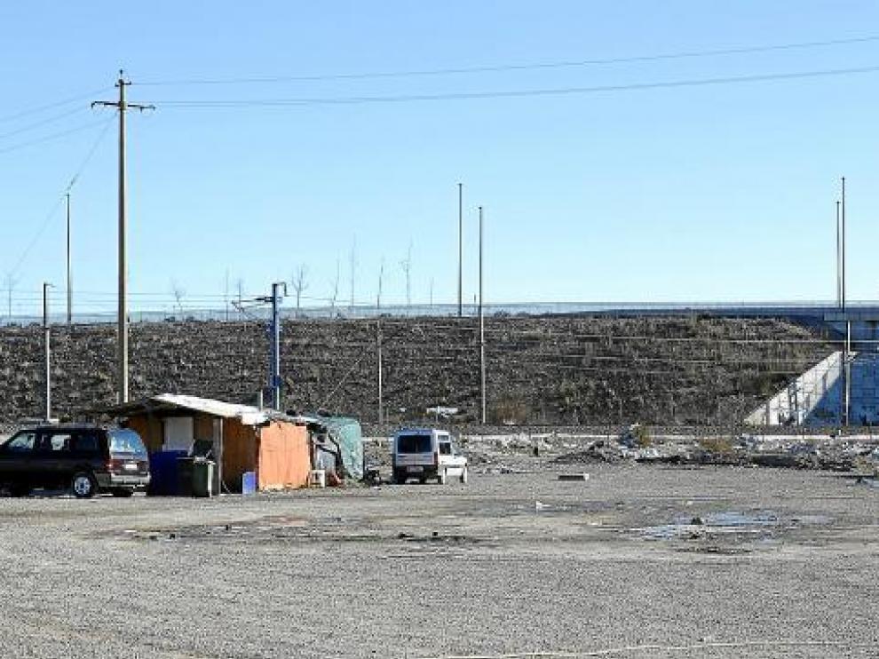 En el asentamiento chabolista de Cogullada viven actualmente unas 15 familias.