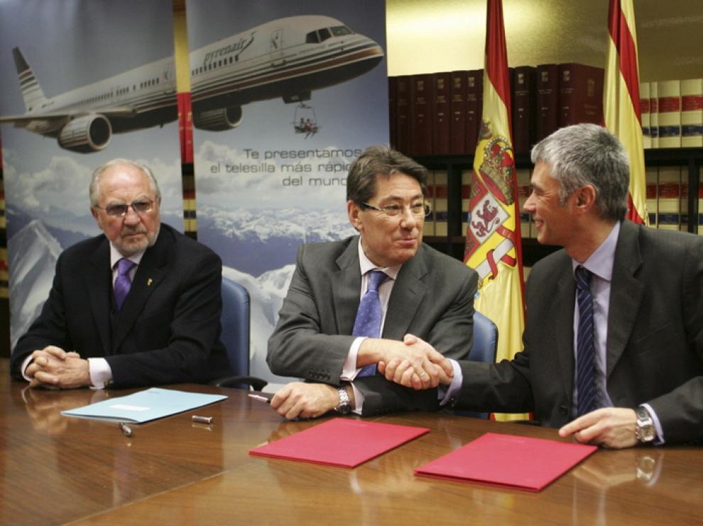 Firma entre la DGA en Huesca y la comparía de vuelo Pyrenair