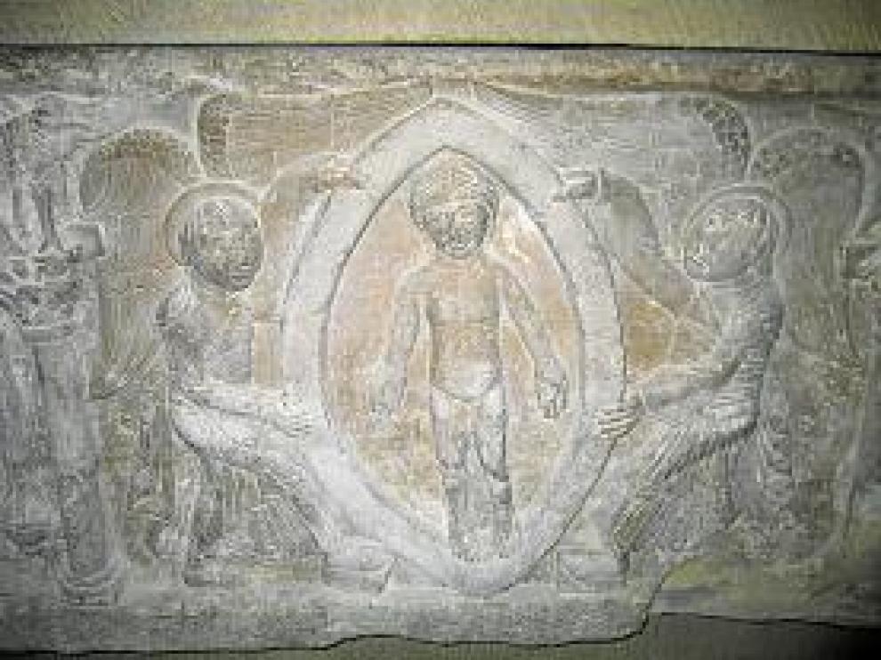En el interior del sepulcro de doña Sancha aparecieron también restos óseos infantiles. En la imagen, detalle del sarcófago.