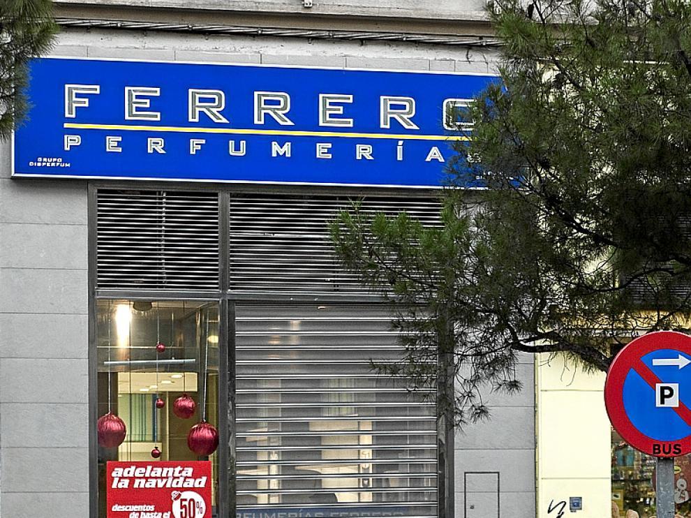 La perfumería 'Ferrero' del Paseo Sagasta cerró ayer