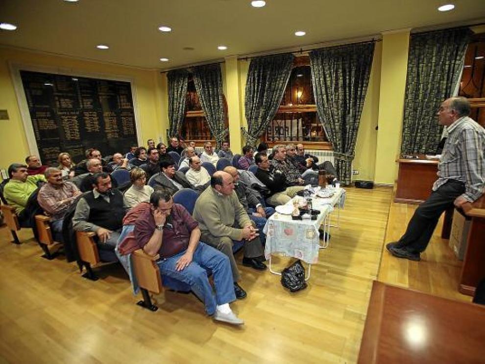 La foto muestra una de las numerosas asambleas mantenidas en los últimos meses.