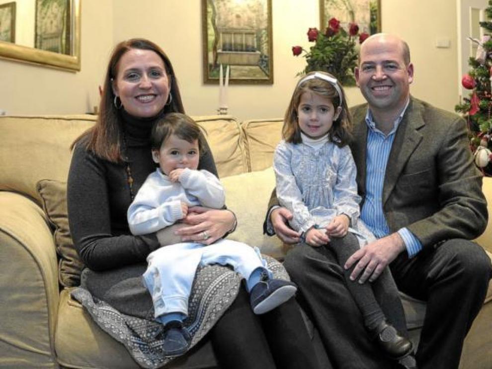 Marta Trullenque y José Miguel Guerrero, con sus hijos: Beatriz y Alejandro