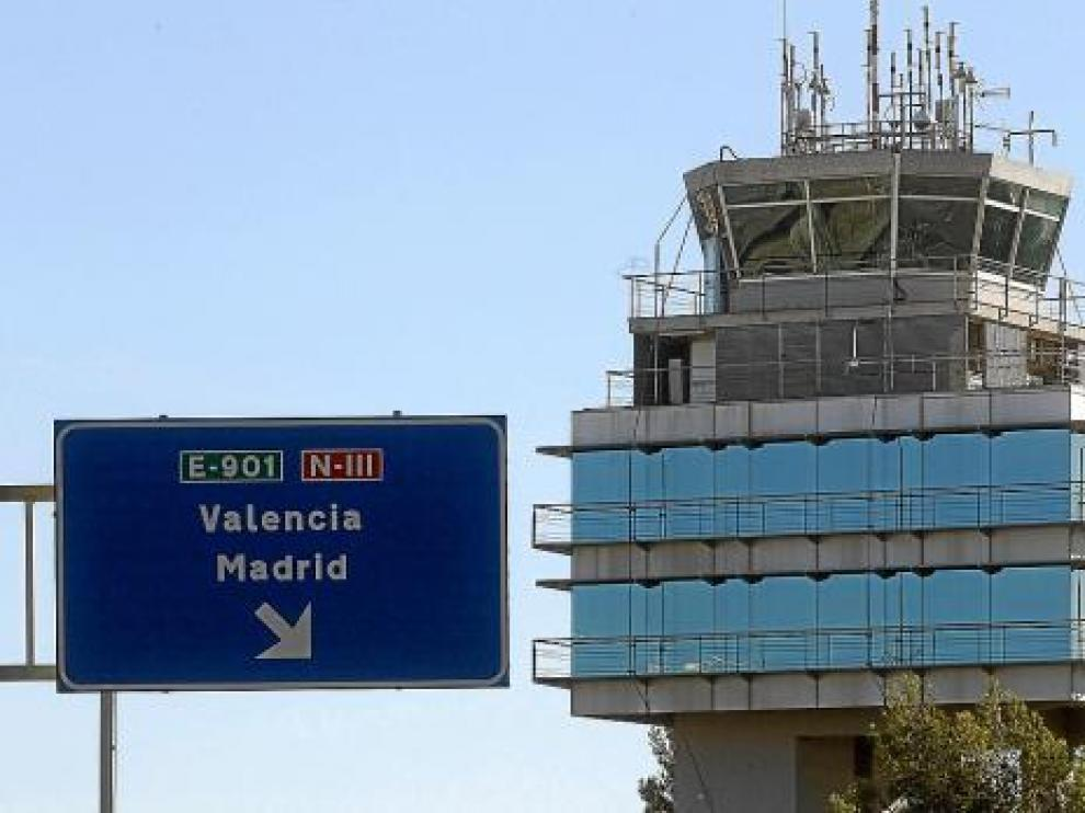 Torre de control del aeropuerto de Manises, en Valencia, una de las que tendrán gestión privada.