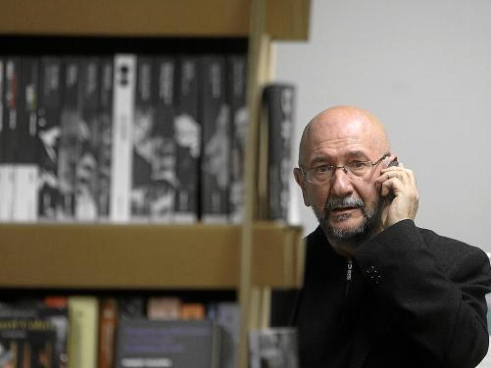 José Mª Conget, antes de la presentación de 'Trilogía de Zabala', en Los Portadores de Sueños.