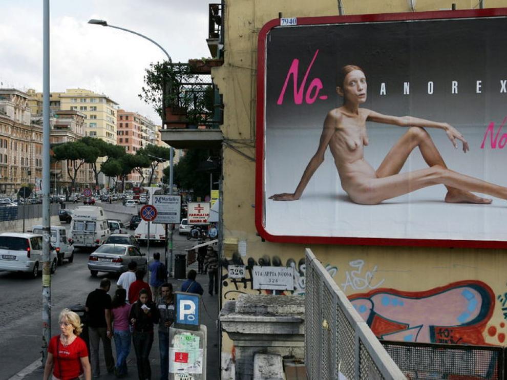Un cartel de publicidad de la campaña protagonizada por Isabelle Caro