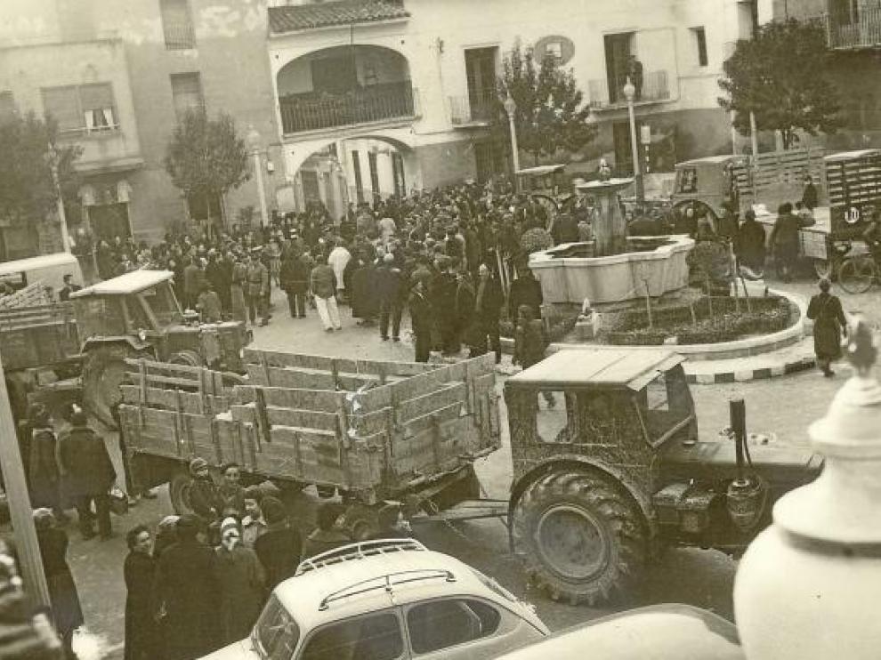 La plaza de Tauste, durante la preparación del traslado de los vecinos de Pradilla.