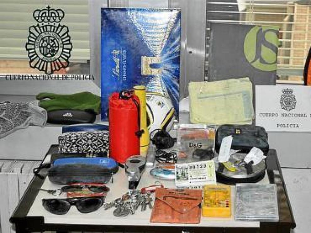 Objetos que contenía la bolsa ocupada al detenido.
