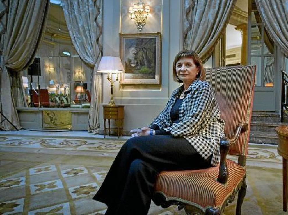 La escritora Alicia Giménez Bartlett posa tras ganar el premio Nadal con la novela 'Donde nadie te encuentre'.