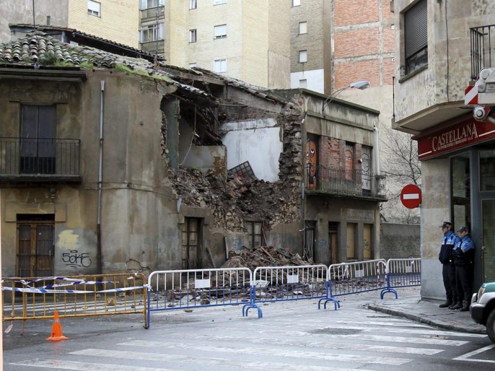 La fachada del edificio derribado por las fuertes lluvias en Salamanca