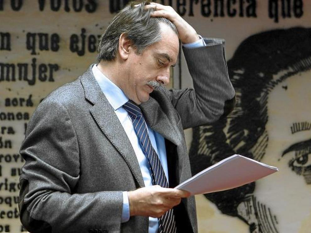 Valeriano Gómez continuará hoy las reuniones con los representantes de los sindicatos mayoritarios UGT y CC. OO.