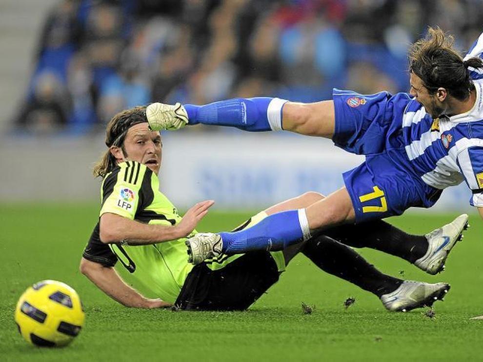 Lanzaro y Osvaldo (Espanyol) en el momento de la lesión del delantero italo-argentino.