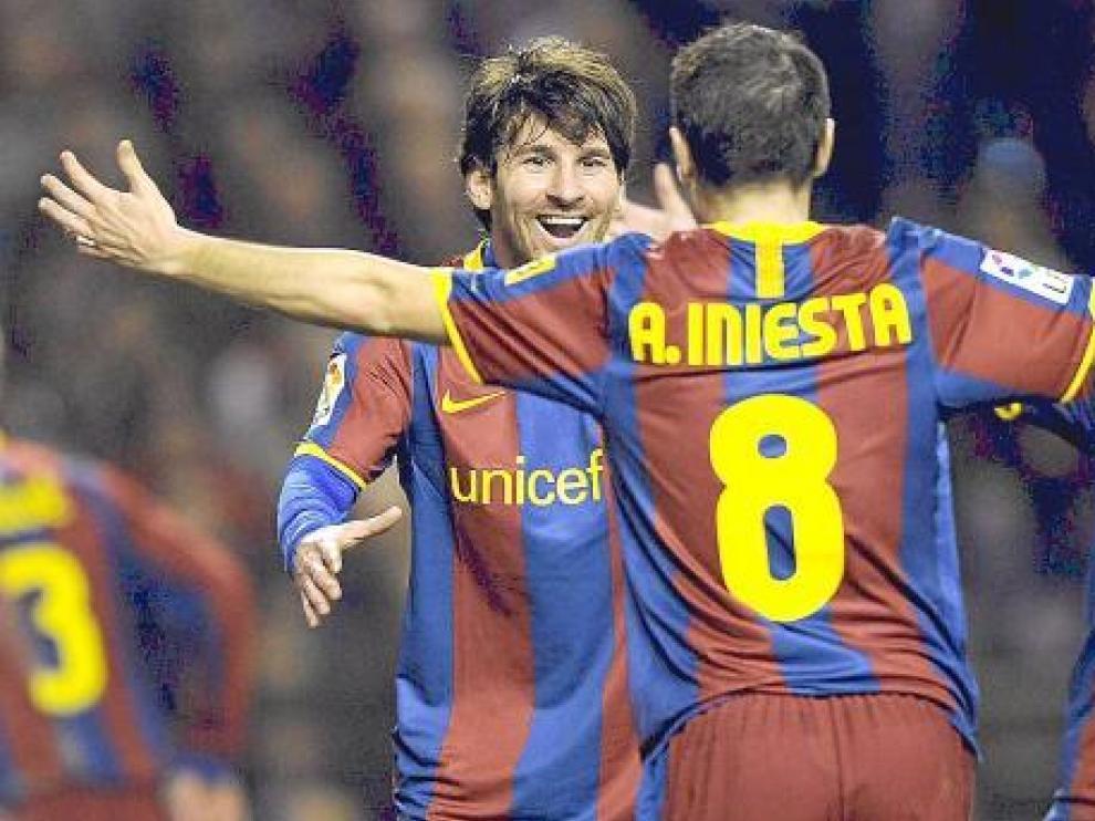 Los tres candidatos al Balón de Oro celebran un gol de su equipo.