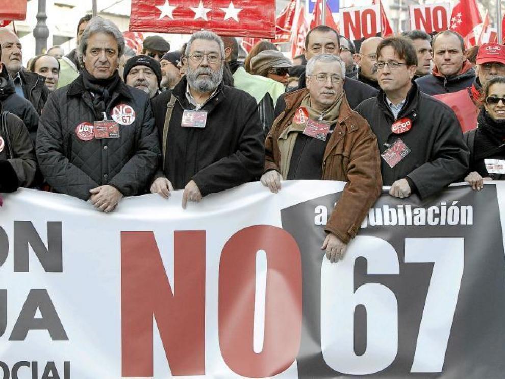 Méndez y Toxo (en el centro) en la manifestación del 18 de diciembre en contra de la reforma de las pensiones.