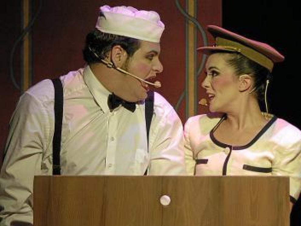 Jorge Usón y la oscense Carmen Barrantes, durante el espectáculo.