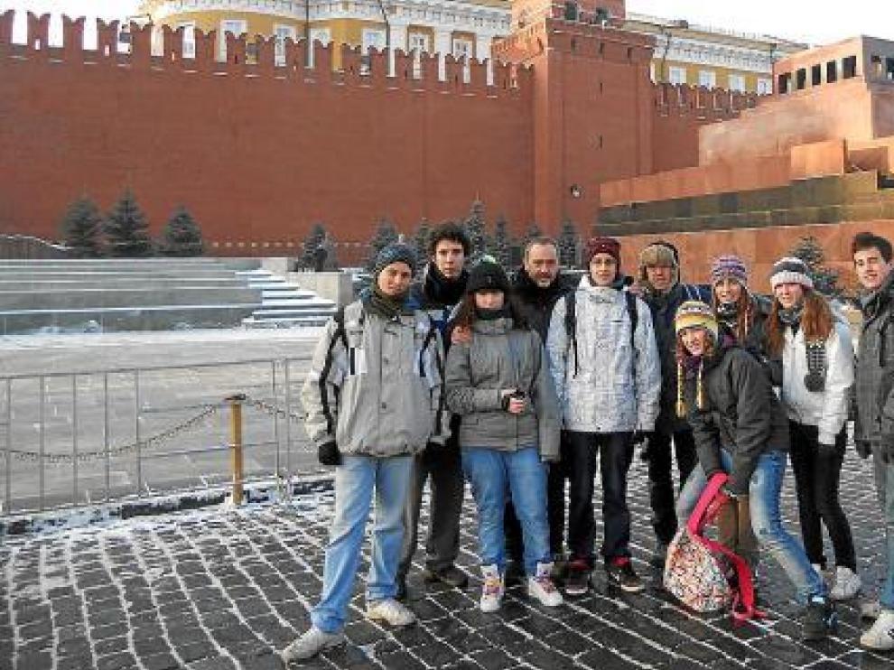 Los alumnos del grupo Pirineos Teatro, en su reciente viaje a Moscú.