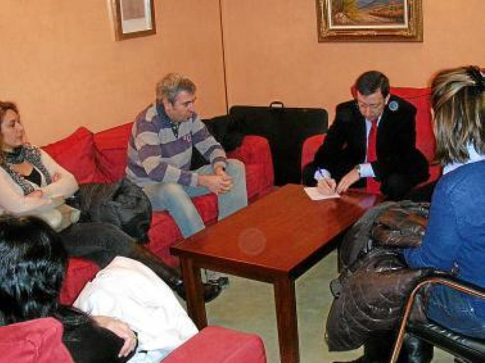 Enrique Villarroya en una reunión
