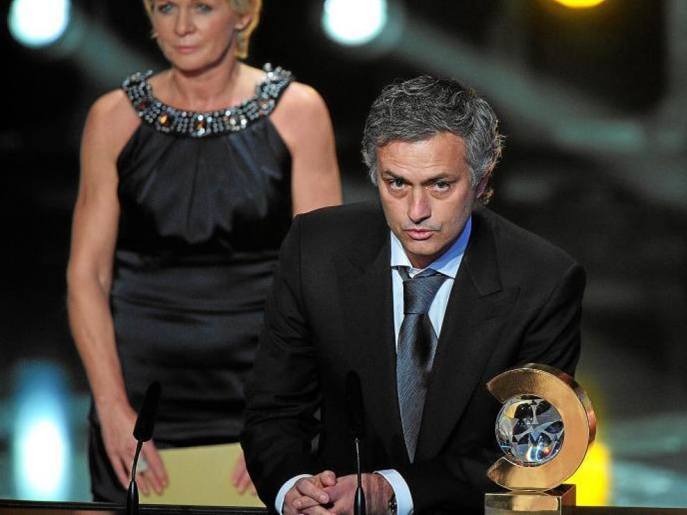 El entrenador del Real Madrid, Jose Mourinho, nada más ser premiado ayer en el Palacio de Congresos de Zúrich.