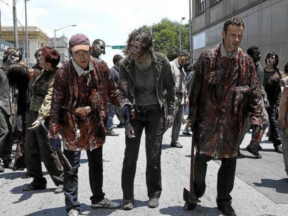 Los zombis de 'The walking dead'.