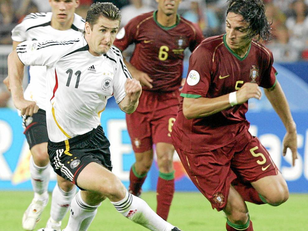 Fernando Meira (derecha) jugó el Mundial de 2006 y la Euro 2008 con Portugal