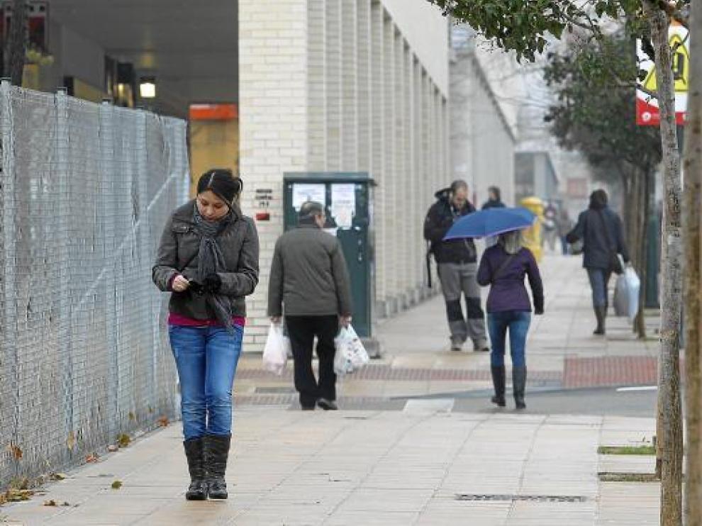 Las calles de Valdespartera cada vez registran un mayor tránsito ciudadano.