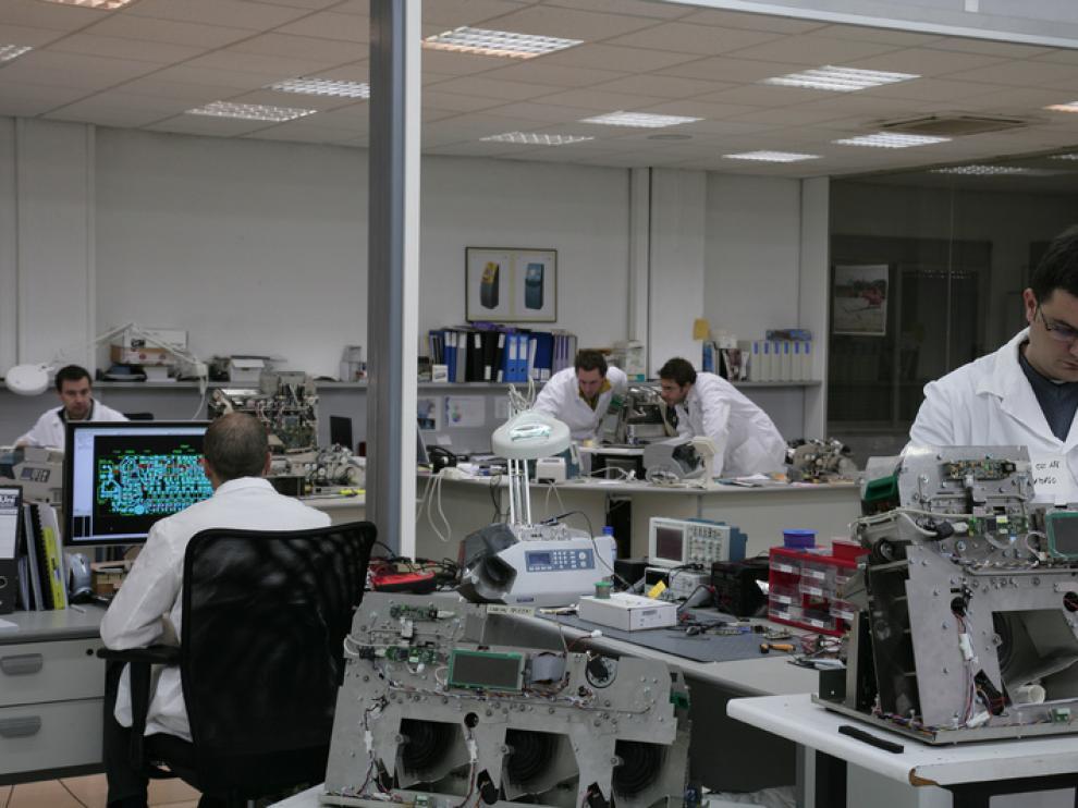 Las instalaciones de la empresa Sallén Tech se encuentras ubicadas en la localidad oscense de Binéfar. Su equipo de ingenieros y especialistas en mecánica, electrónica y software asumen el desarrollo completo de una máquina