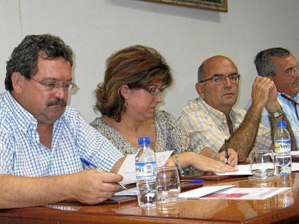 De izquierda a derecha, Naya, Naval y Luna (junto al cuarto edil del PP, Fernando Torres), en un pleno.