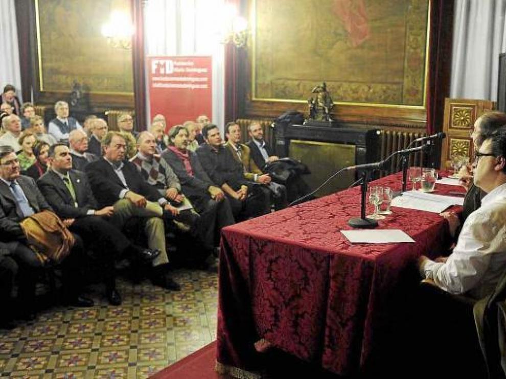 Cercas, Lambán y Fernández (de izda. a dcha.), ayer durante su intervención en el acto sobre el 23-F.