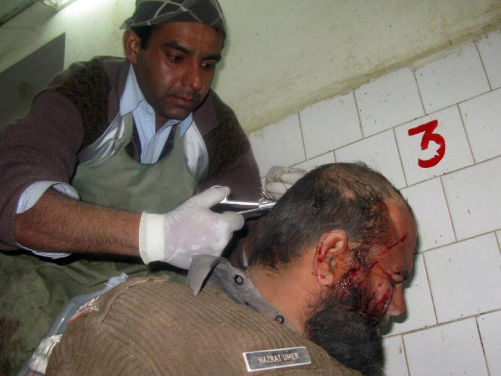Un hombre es atendido tras resultar herido en la estación.