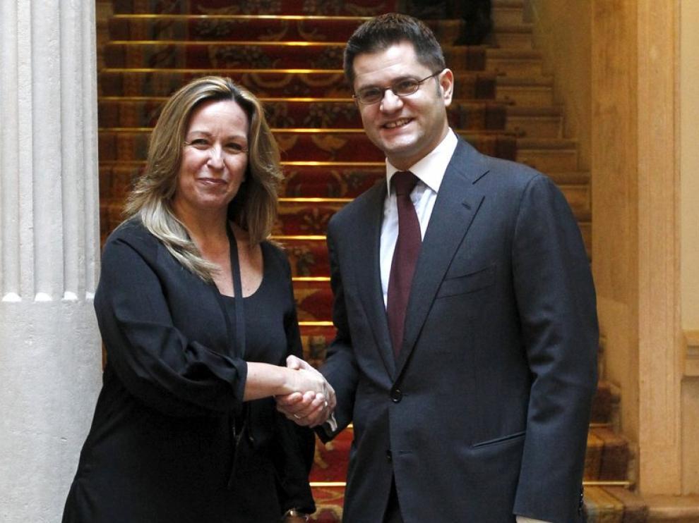 Trinidad Jiménez junto a Vuk Jeremic.
