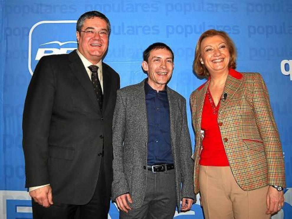 De izquierda a derecha, Torres, Aquilué y Rudi, en la presentación del candidato de Binéfar.