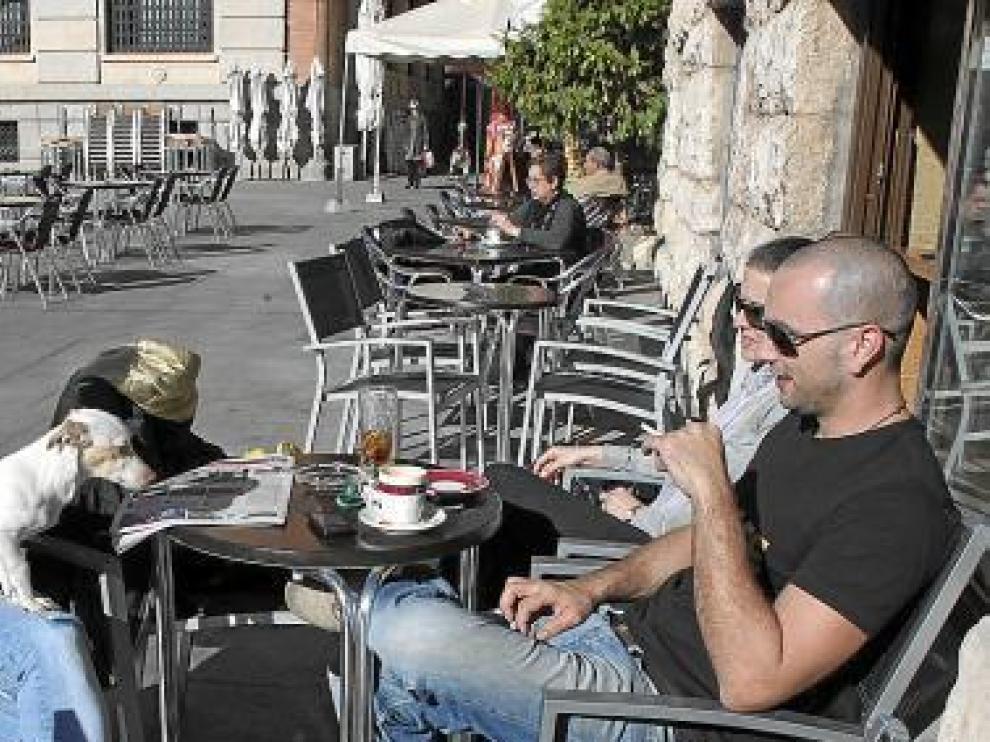 Los vecinos de Teruel dejaron ayer los abrigos en casa.