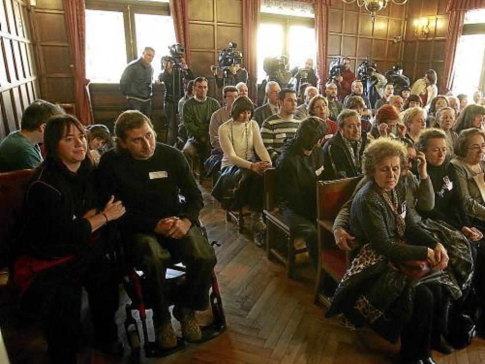 Una treintena de personas, entre víctimas, familiares y amigos, asistieron a la última sesión.