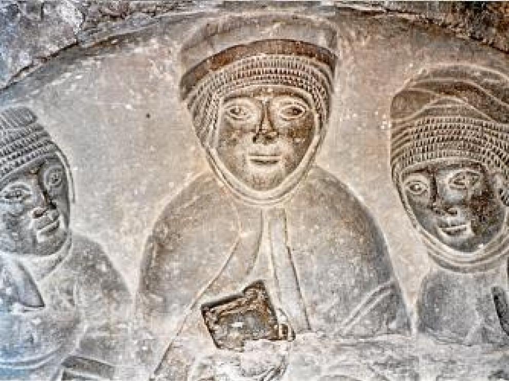 Detalle de los relieves del sarcófago de doña Sancha.