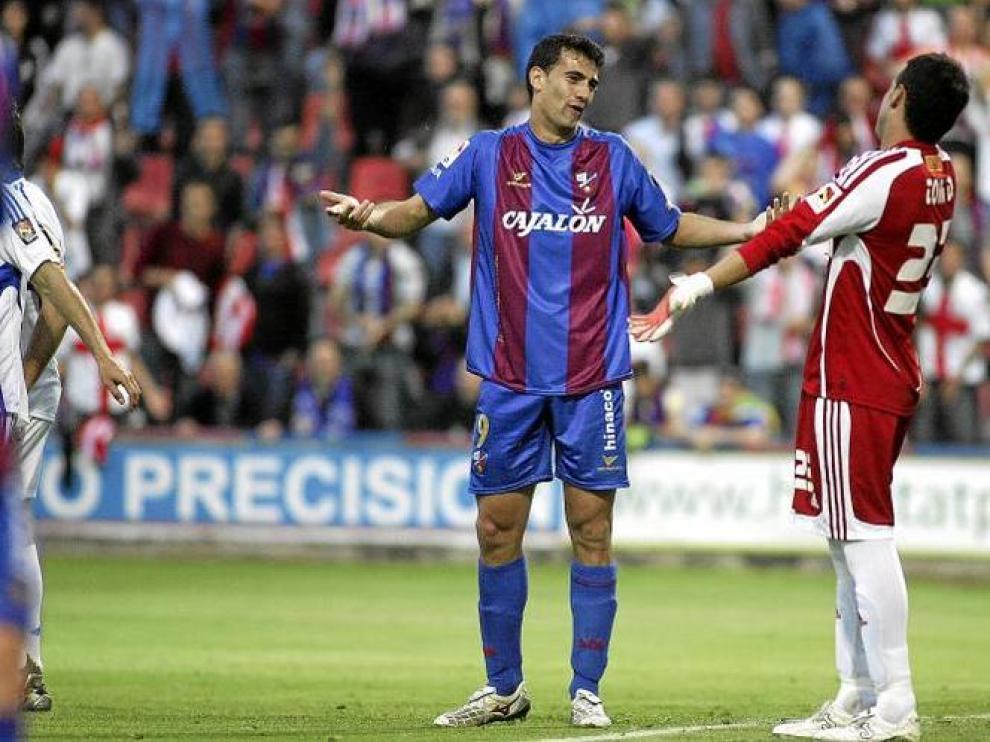 Roberto habla con Toni Doblas.